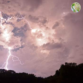 Thunderstorm rolls in - lightning photos