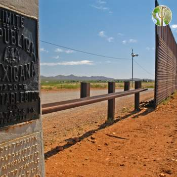 Border monument and border wall construction